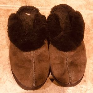 Ugg slippers size 8